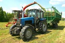 заготовка кормов трактором