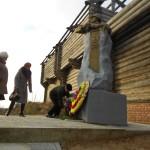 возложение венков к памятнику