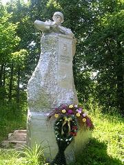 Памятник Н. Г. Боброву в старом парке