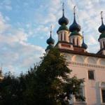 Троицкая церковь в теплых красках августовского заката. 13.08.2015