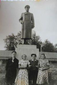 и такой памятник был в Лухе.....фото Е. Голубев