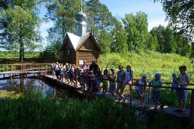 Школьники посетили Свято-Николо-Тихонов мужской монастырь прудок
