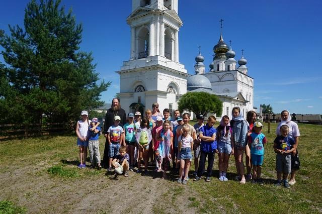Школьники посетили Свято-Николо-Тихонов мужской монастырь
