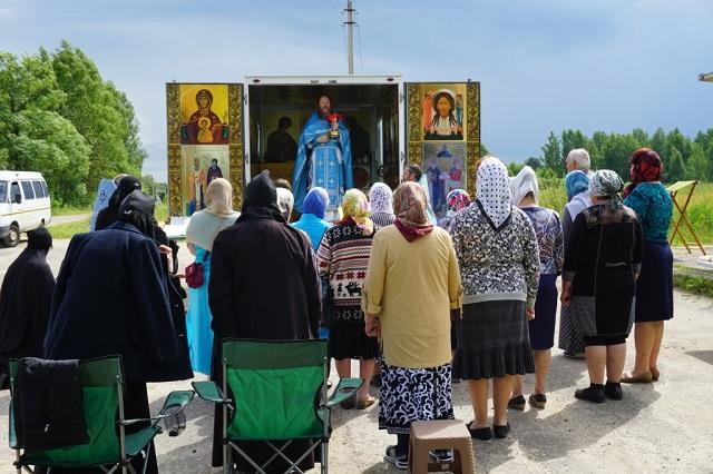 Служение передвижного храма в Лухском благочинии