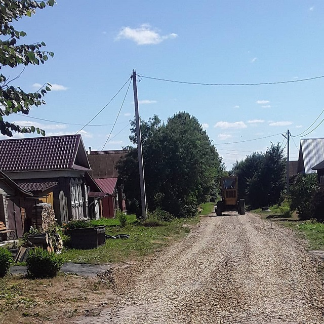 Приступили к ремонту дороги по улице Островского п.Лух